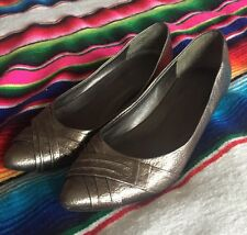 Women's 8.5 Xhilaration Metallic Gray Kitten Heel Shoe