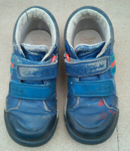 Clarks kids shoes blue leather, racing car, hook/loop fastening, size 9F (27)