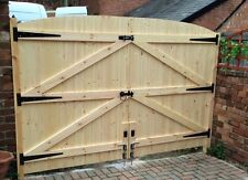 "WOODEN DRIVEWAY GATES HEAVY DUTY GATES 5FT 6"" HIGH X 10FT WIDE (5FT EACH GATE)"
