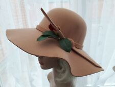 Vintage inspired 1970s Ladies wide brim felt camel hat with removable flower.
