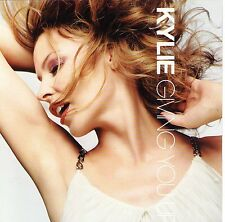 MAXI CD 3T + VIDEO KYLIE MINOGUE GIVING YOU UP DE 2005 INCLUS POSTER TBE