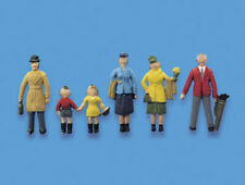 Passengers standing A - OO/HO figures - Model Scene 5057 - free post