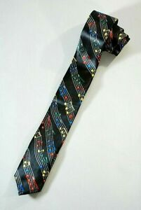 Enge skinny Krawatte mit farbigen Noten auf Partitur