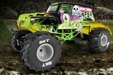 Axial SMT10 Grave Digger Monster Jam Truck 1/10th Scale Electric 4WD RTR AX90055