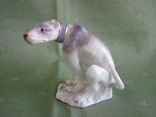 Wunderschöne Meissen Figur als Hockender Windhund