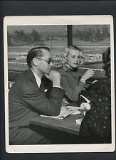 FRANCHOT TONE + JEAN WALLACE - 1940s CANDID BY JOSEPH JASGUR - BETTING ON HORSES