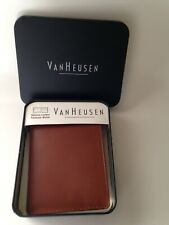 VAN HEUSEN PASSCASE Light Brown Leather Mens Wallet Bifold in Tin NEW NWT