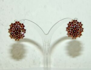 Ein Paar Ohrringe Ohrschrauben Granat in Silber vergoldet
