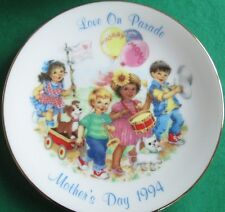 Avon Fine Collectibles*Love On Parade 1994 Mother'S Day*W/Stand*Nib*Old Stock