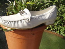 SMART WHITE LEATHER LOAFER STYLE SHOES SIZE 7