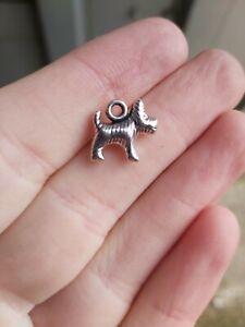 30 x Dog silver Charms Pendants UK New (G10)  jewellery  14x13mm dog