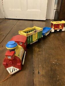 Fisher Price Vintage Circus Train with 4 animals - working