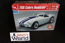 AMT kit Shelby Cobra Roadster 289 1:25 white with blue stripes (MG1)