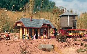 PIKO G SCALE GRIZZLY FLATS STATION   BN   62209