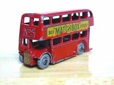 Matchbox Lesney No.5b London Bus (METAL WHEELS, GOLD TRIM, CODE 4)