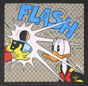 GUCCI X DISNEY scarf Donald Duck  motif in beige and black.
