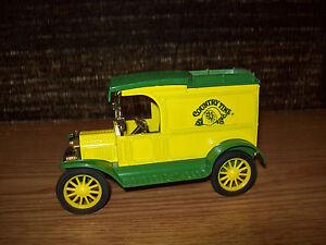 ERTL 1/25? 1913 FORD MODEL T VAN JOHN DEERE YELLOW AND GREEN