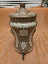 ancienne fontaine en grès filtre au charbon / eau / vin / old charcoal foutain