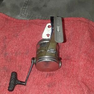 VINTAGE ZEBCO UL4 CLASSIC TRIGGER SPIN. A REAL CLASSIC. MADE IN USA