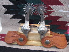 EXTRA NICE CROCKETT FINE SILVER MOUNTED HAND ENGRAVED PARADE STYLE SPURS/STRAPS