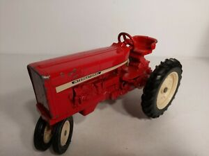 69' Ertl International Harvester 544 with narrow front white duals 1:16 IH565