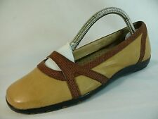 Women's CLARKS Shoe Size 6M Lovely Brown Leather COMFORT Loafers Flats L4