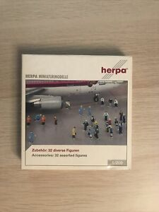 Herpa 1:200 Accesories. 32 Assorted Figures. MIB