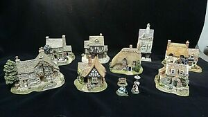Collection of 8 lilliput lane british collection cottages and a few figurines