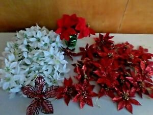 LOT OF WHITE POINSETTIA GARLAND AND RED POINSETTIA CHRISTMAS ORNAMENTS L9