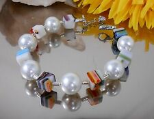 GLÄNZENDES Armband aus GLAS Perlen Weiss + Millefiori Glas Würfel