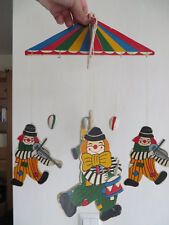 buntes Holzmobile mit Clown-Motiven - zusammensteckbar - Retro