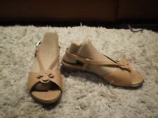 WOMEN'S HOMY PED  TAN LEATHER LOW HEEL SANDALS - SIZE 7