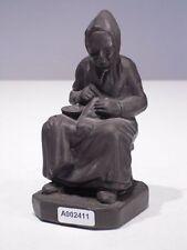 +# A002411 Goebel Archivmuster Cortendorf Figur 1813 alte Frau strickt Metallic