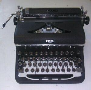 ANTIQUE OLD VINTAGE PORTABLE TYPEWRITER ROYAL QUIET DE LUXE A-1197852 CASE MATTE