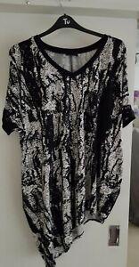 Live Unlimited Ladies long black & white Top Size 20