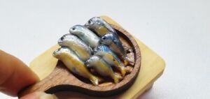 Miniatures Dollhouse Mackerel Cooking Set with Wood Tray Decoration Animal Tiny