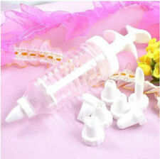 Queen of Cakes ICING SYRINGE Decorative Heavy Duty and 8 Assorted Nozzles Cakes