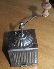ancien petit moulin a café en tôle numéroté coffee grinder
