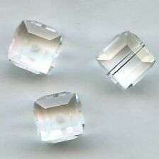5601 6 C *** 4 perles cube percé SWAROVSKI réf. 5601 6MM CRYSTAL (transparent)