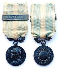 Médaille Coloniale, agrafe ALGERIE. Bélière biface, modèle 1893-1930. Argent