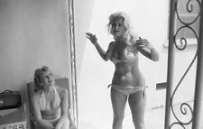 1960s Vogel Negative, sexy pin-up girls Janice Lee & Jane Small, t206049