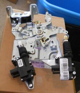 NOS 2005-08 Chevrolet Uplander LH Front Power Sliding Door Lock