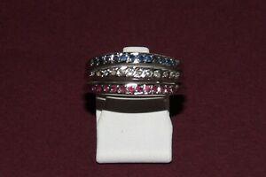 RING AUS 14-KARÄTIGEM WEIßGOLD 585/000 MIT JE 12 Rubinen, Saphiren + Diamanten