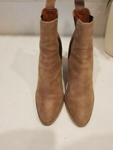RRP $249 TONY BIANCO TAN LEATHER HEELED ANKLE BOOTS HEELS SZ8/39 IN EUC