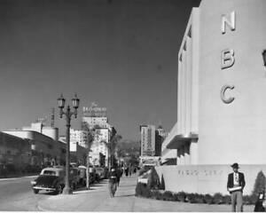 OLD NBC RADIO PHOTO The Nbc Radio City Is Foregrounded Along Hollywood Boulevard