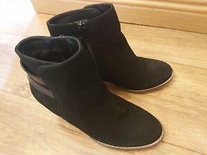 Ladies Clarks UK 4 Black Suede Ankle High Heel Zip Up Boots