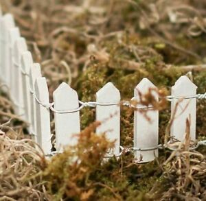 """Darice Miniature Picket Fence 18"""" in white or wood"""