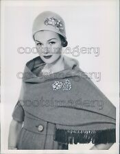 1959 Press Photo Lovely 1950s Woman Models Coro Jewelry on Stole & Cloche