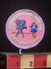 Girl Scout Patch BROWNIES DISCOVERIES SHOWTIME 1992 - Movie Camera & Puppet 76J2