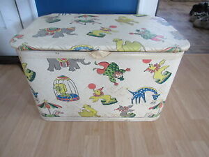 """VINTAGE PEARL WICK """"GAYTIME"""" CIRCUS CHILDS TOY BOX CHEST QUILTED VINYL Y7-2001"""